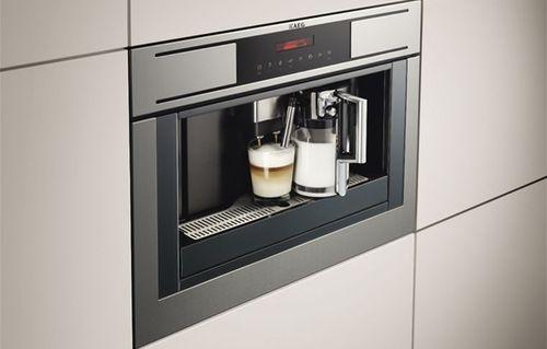 Встроенная кофемашина AEG