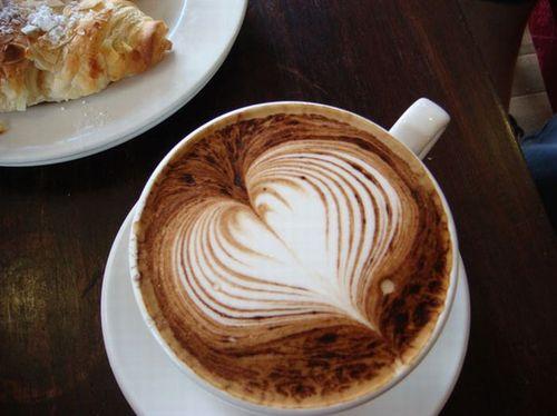 Красивый узор на кофе