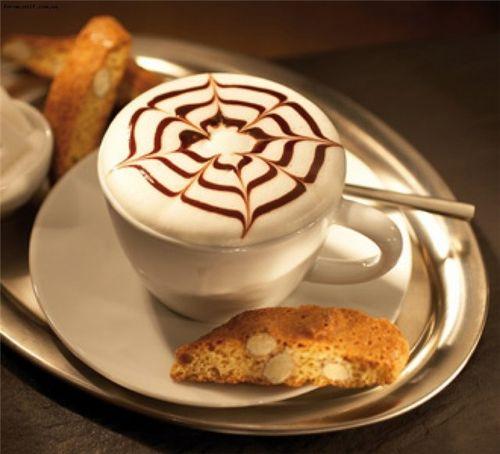 Раф-кофе с кусочком пирога
