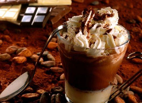 Кофе с добавлением мороженого и сиропа